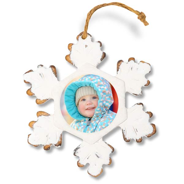 Create a rustic snowflake ornament for your Christmas tree and add your own picture